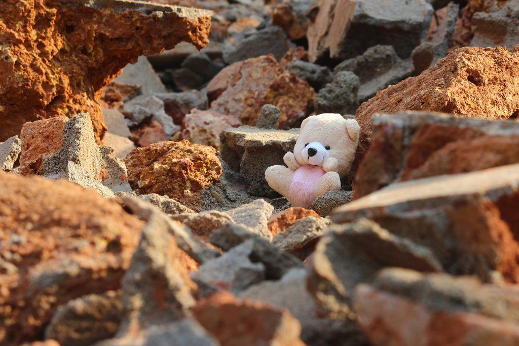AKEV İzmir'deki Depremzedelere Kira Desteğinde Bulundu